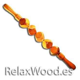 Rouler avec cinq cubes de bois à la thérapie